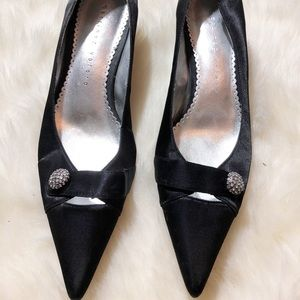 •Martinez Valero black pointed heels with crystal•